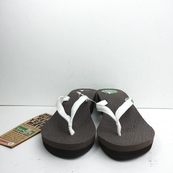 b4ce5439c780 Sanuk Yoga Spree Wedge Brown Flip Flop Size 6 NWT